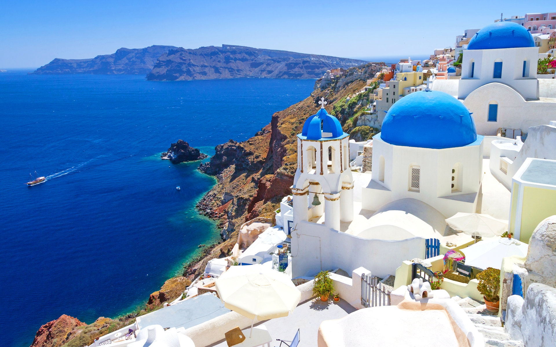 Santorini travel guide for first-time visitors